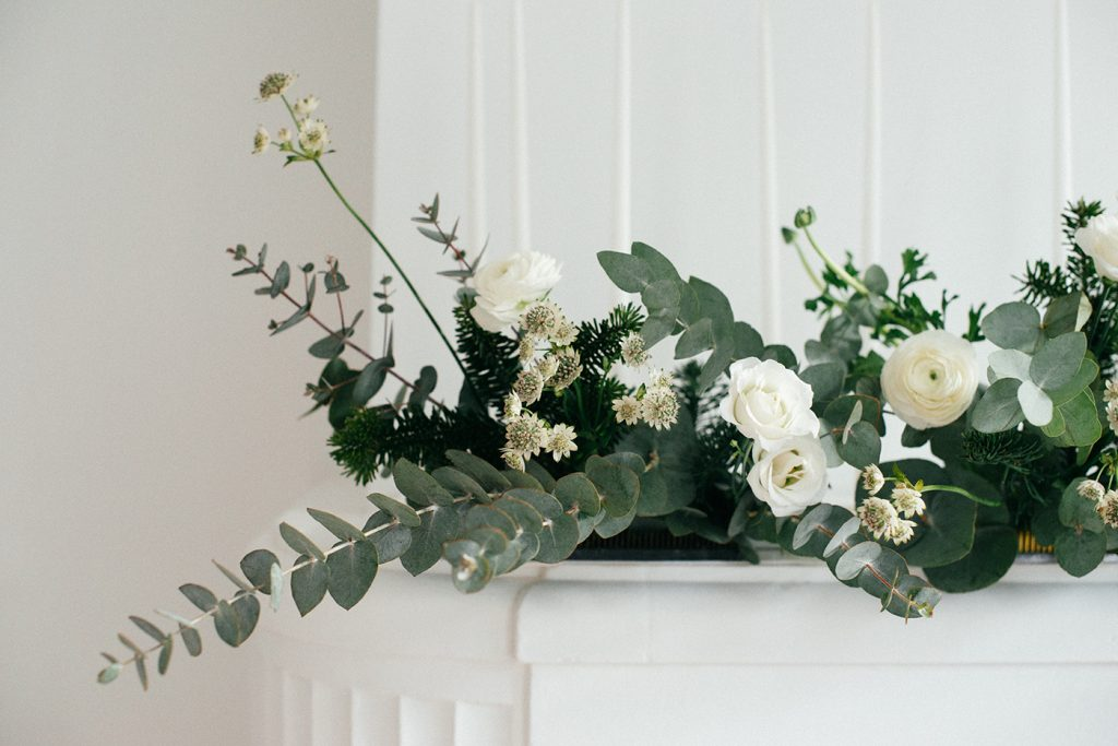Xmas flowers arrangements with Ikebana technique by Hitoko Nagasawa Arrangement floraux de noel avec les techniques d'Ikebana réalisé par Hitoko Nagasawa